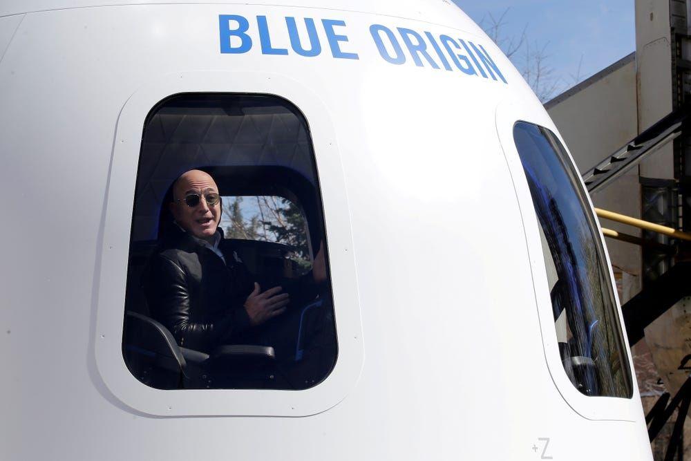 """贝佐斯即将开启首次太空之旅 但他算不算""""太空人""""?"""