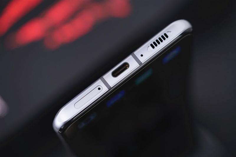 """轻薄得不像是电竞手机!腾讯红魔游戏手机6R评测:看起来终于""""正常""""了"""