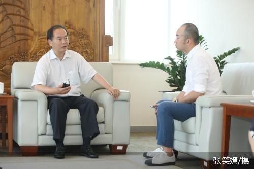 首旅集团董事长宋宇(左)接受北京商报记者专访