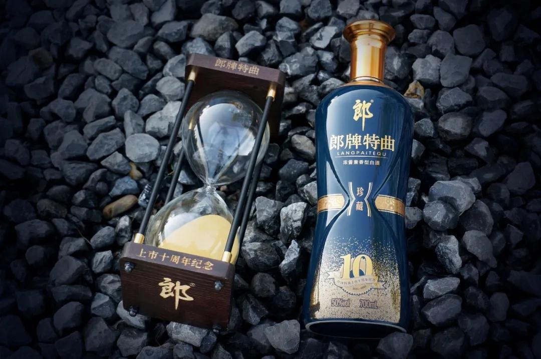 十年高光表现,郎牌特曲重磅推出周年纪念酒,品质与价值兼具
