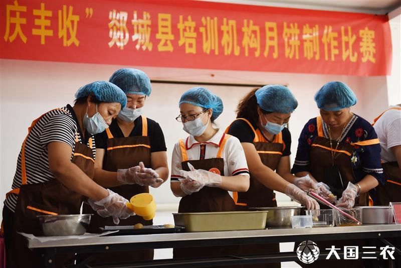 山东郯城:比赛制作技艺 提高月饼品质