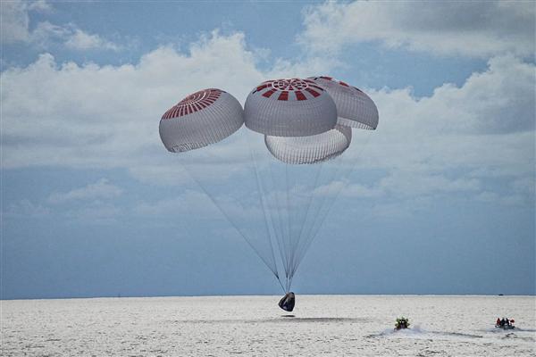 """SpaceX""""全平民太空旅行团""""回地球!全程无专业宇航员陪护"""