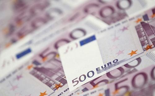 路透:欧洲央行高官认为印钞票放水比举债有效 停止购债可期