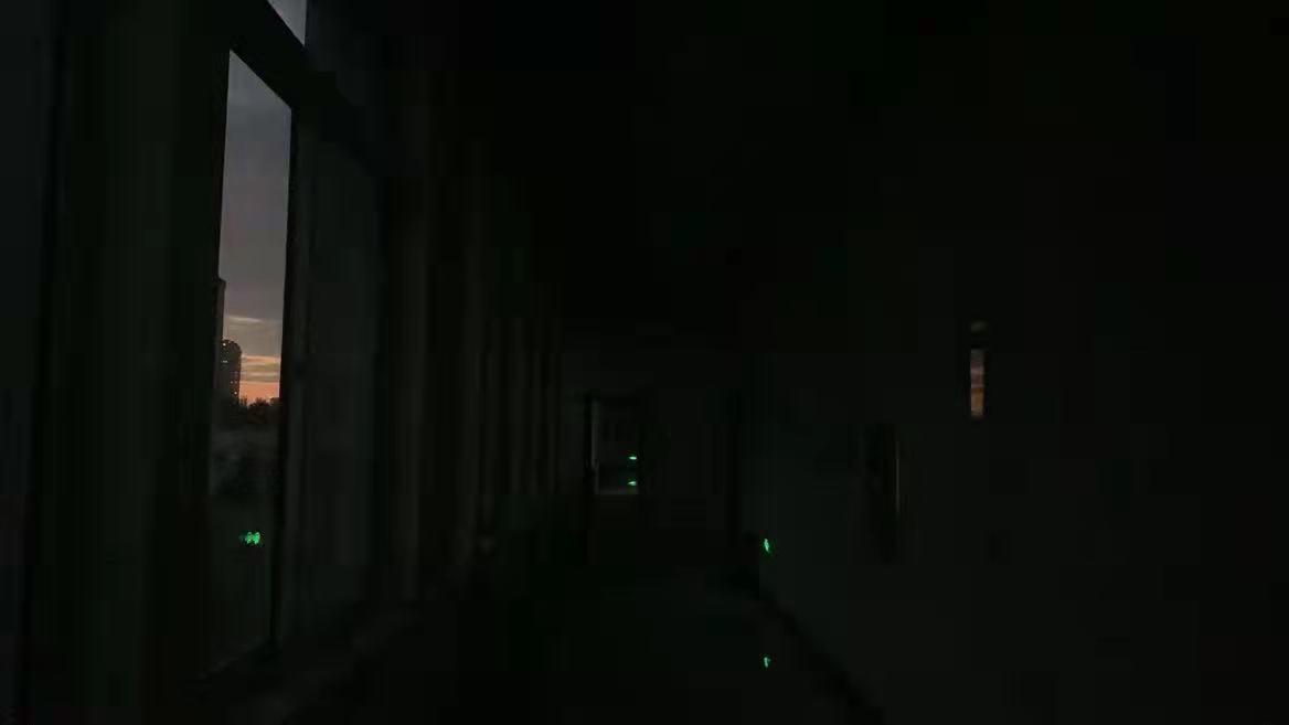东北限电下的生活:全镇漆黑一片、蜡烛断货、手机只有2G信号
